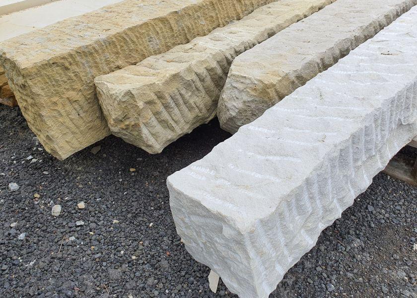 Plotové sloupky z pískovce