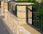 zděný plot z přírodního kamene