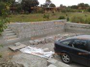 zeď z žulových kamenů