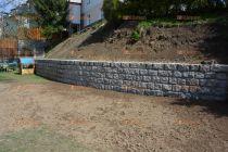 opěrná zeď z přírodního kamene